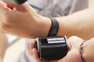 Smoothly upmaket wearable payment wristband